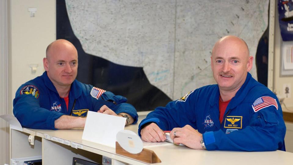 双子の片方が宇宙に行くと、何かが起こる? 起こらない? NASAが初の実験