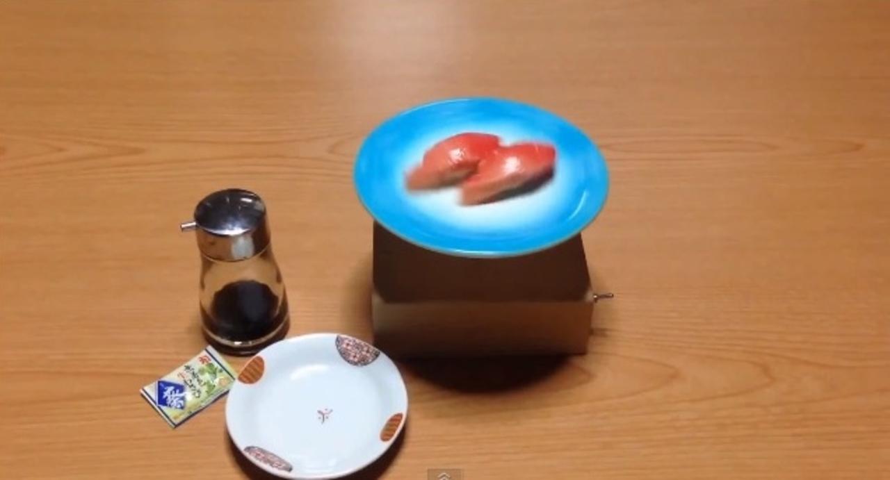 自宅で回転寿司が楽しめる「卓上回転寿司マシン」が開発される。…しかし?(動画)