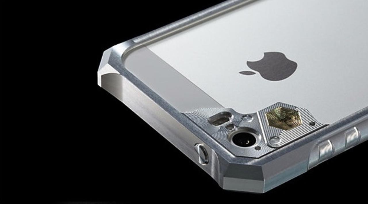 すごい・・・親父が熱中するわけだ。「大河原邦男デザイン」のiPhone 5s/5用ジュラルミンケース