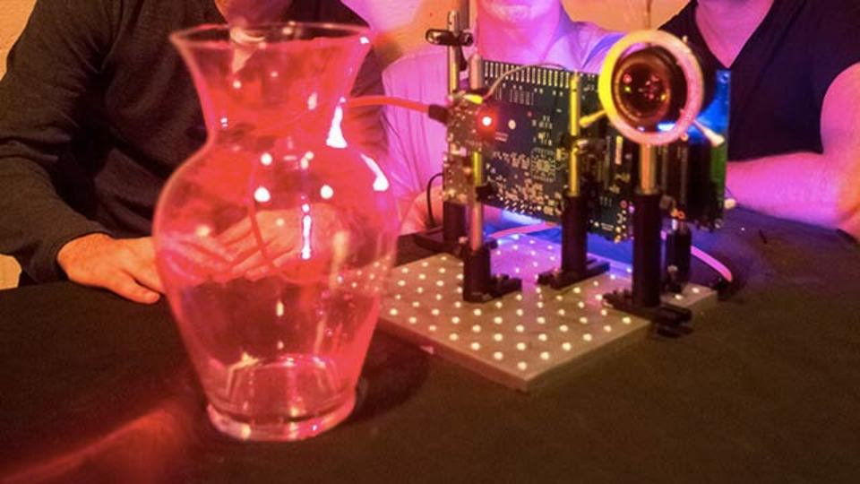 MIT発のKinectみたいなカメラは、半透明の物体も認識可能