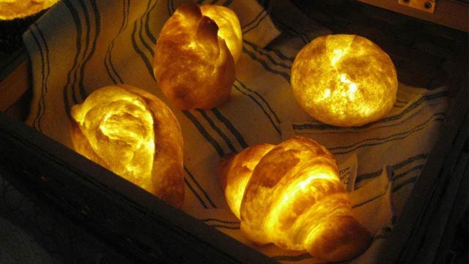 世界一美味しそうでお腹がすく光、本物のパンでできたランプ