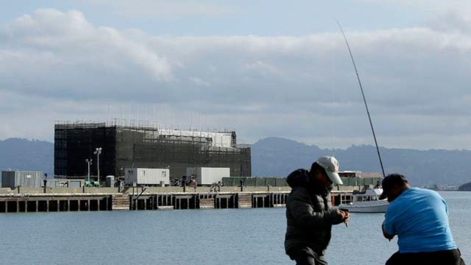 グーグルの謎プロジェクト、サンフランシスコ湾沿岸の謎の倉庫が建設途中で謎の工事中断、ますます謎に