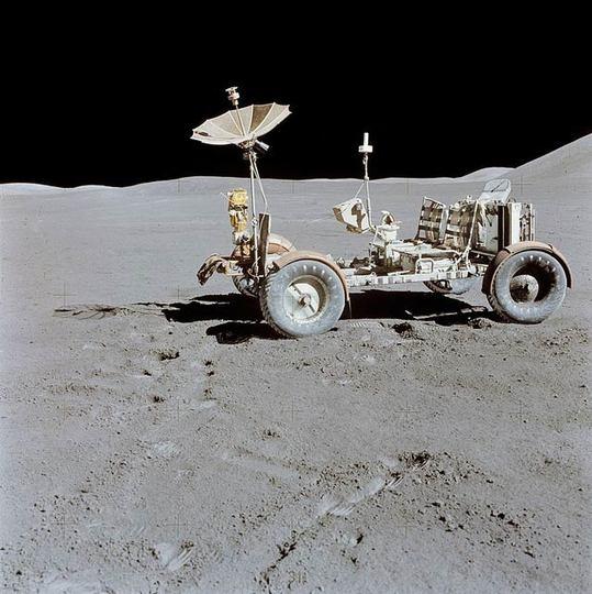 月面探査機の映像が手ぶれ補正で美しく(動画)