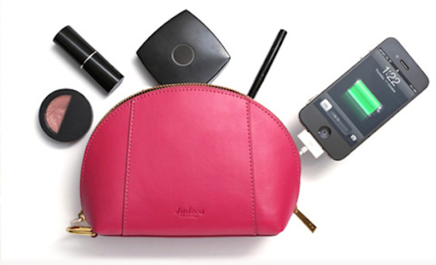 モバイルバッテリーが内蔵されたハイセンスなポーチ「Gillan Battery Pouch」