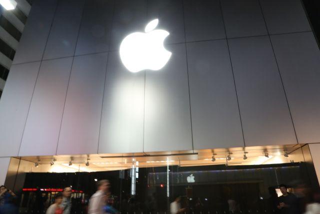 140918gyoretsu_apple_ginza01.jpg