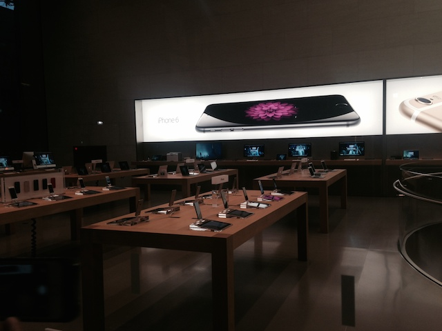 140919applestoreiphone1.jpeg