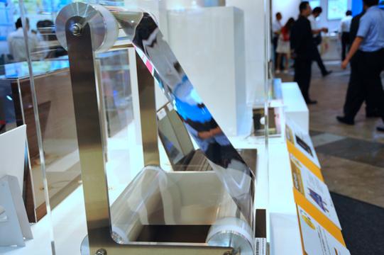 コロニーレーザーの実働模型作れちゃう? 日本電気硝子の薄すぎる鏡