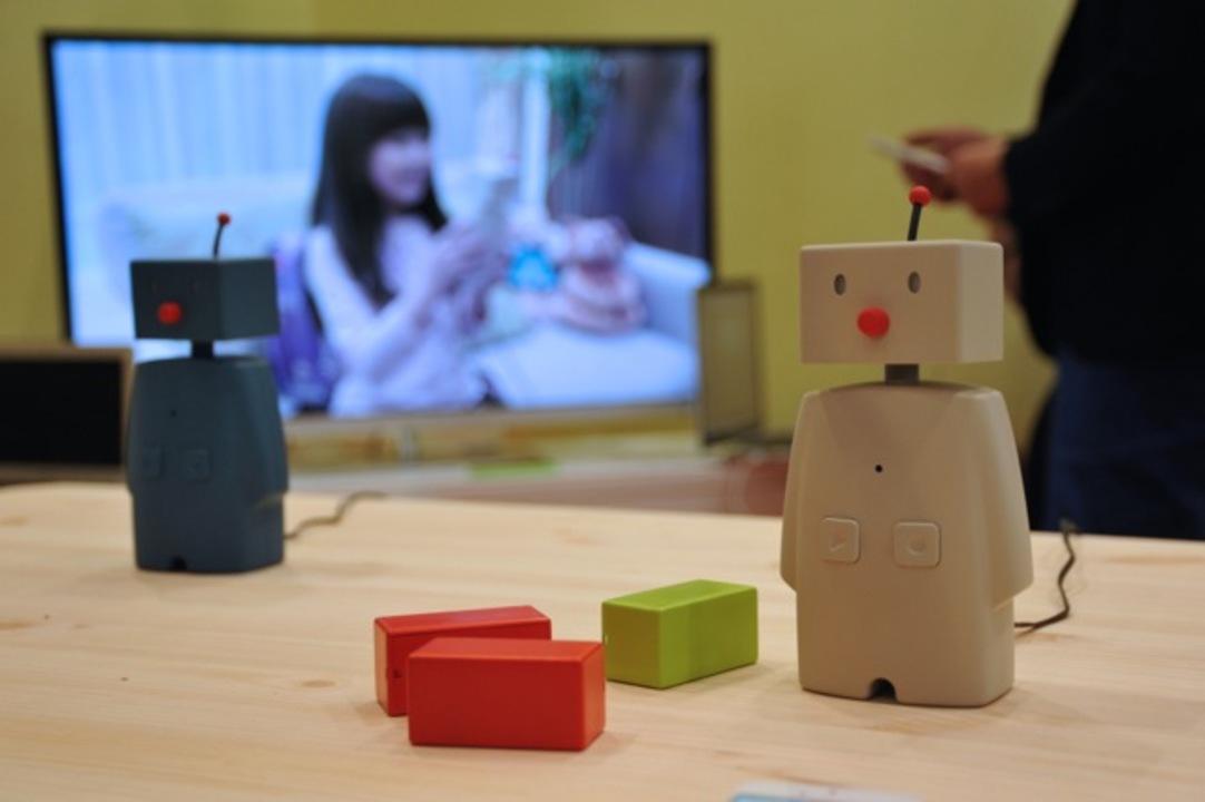 ただいま! がオフィスのパパママに伝わり「お帰り!」を送れるロボット