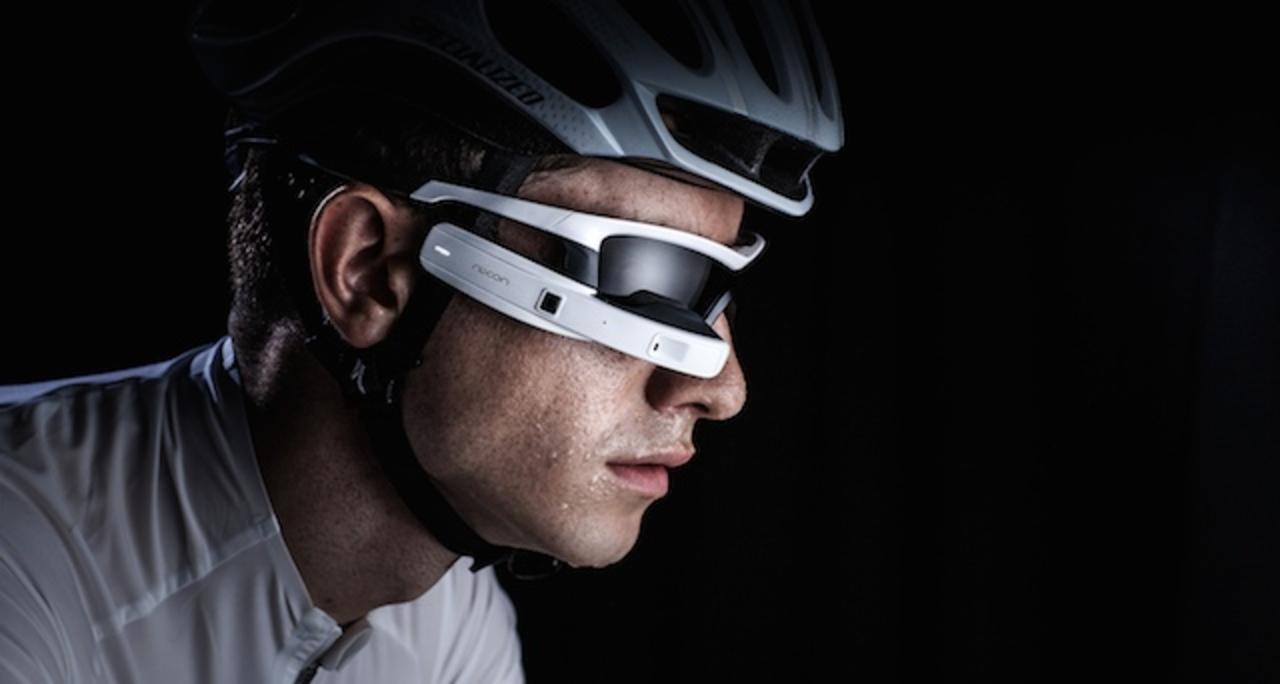 走り続けるスポーツ選手向けに開発されたスマートメガネ「JET」