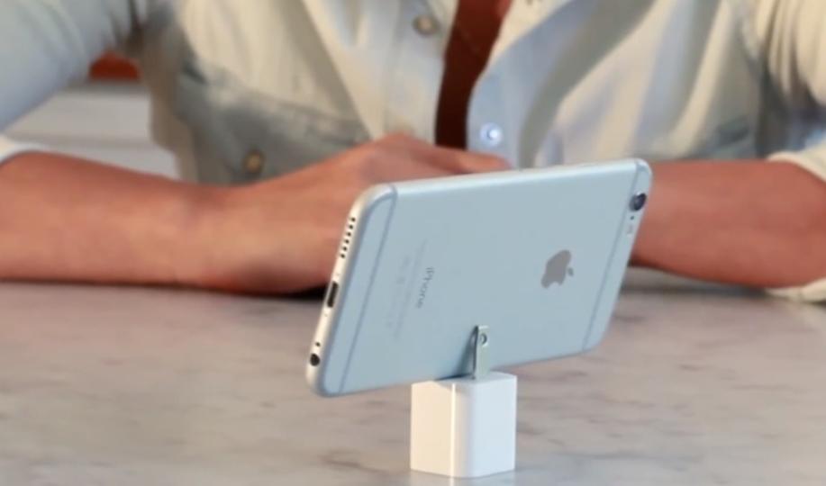 iPhoneの充電器を土台にしてパノラマ写真を撮るアプリ