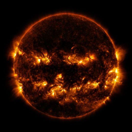 「ぐへへ…間に合ったぜ…」 不気味に笑う太陽の写真をNASAが公開
