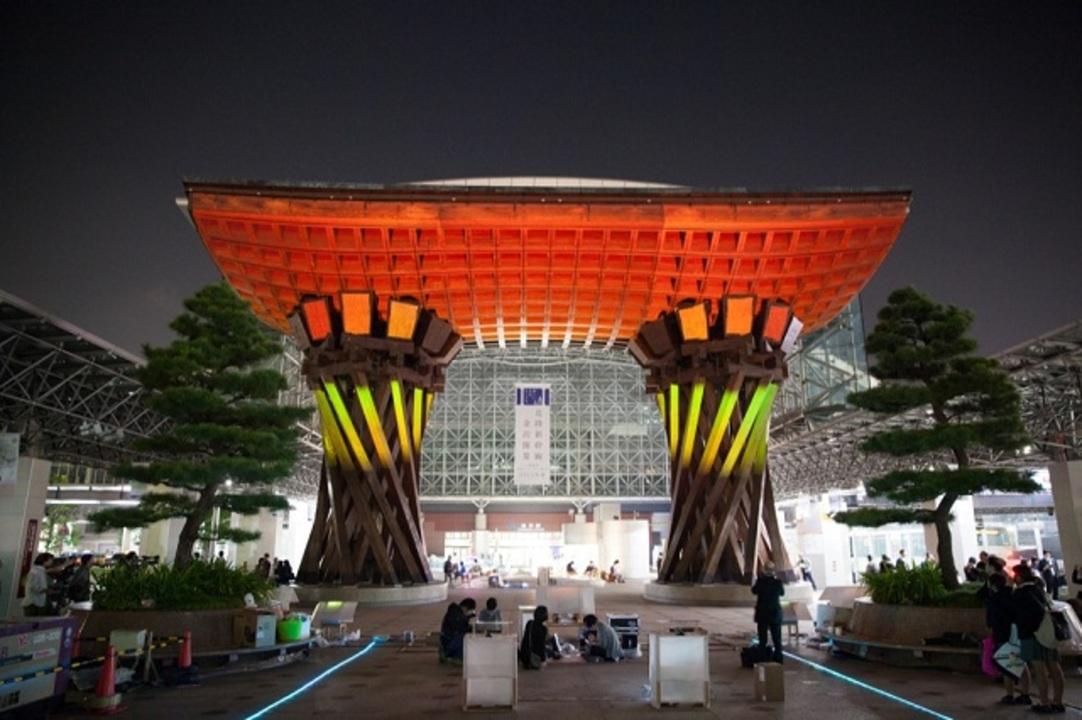金沢駅に幻想的なプロジェクションマッピング。手がけたのは金沢工業大学の学生だった