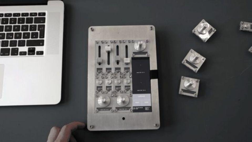 iPadにノブやスライダーくっつけて、物理コントローラーに