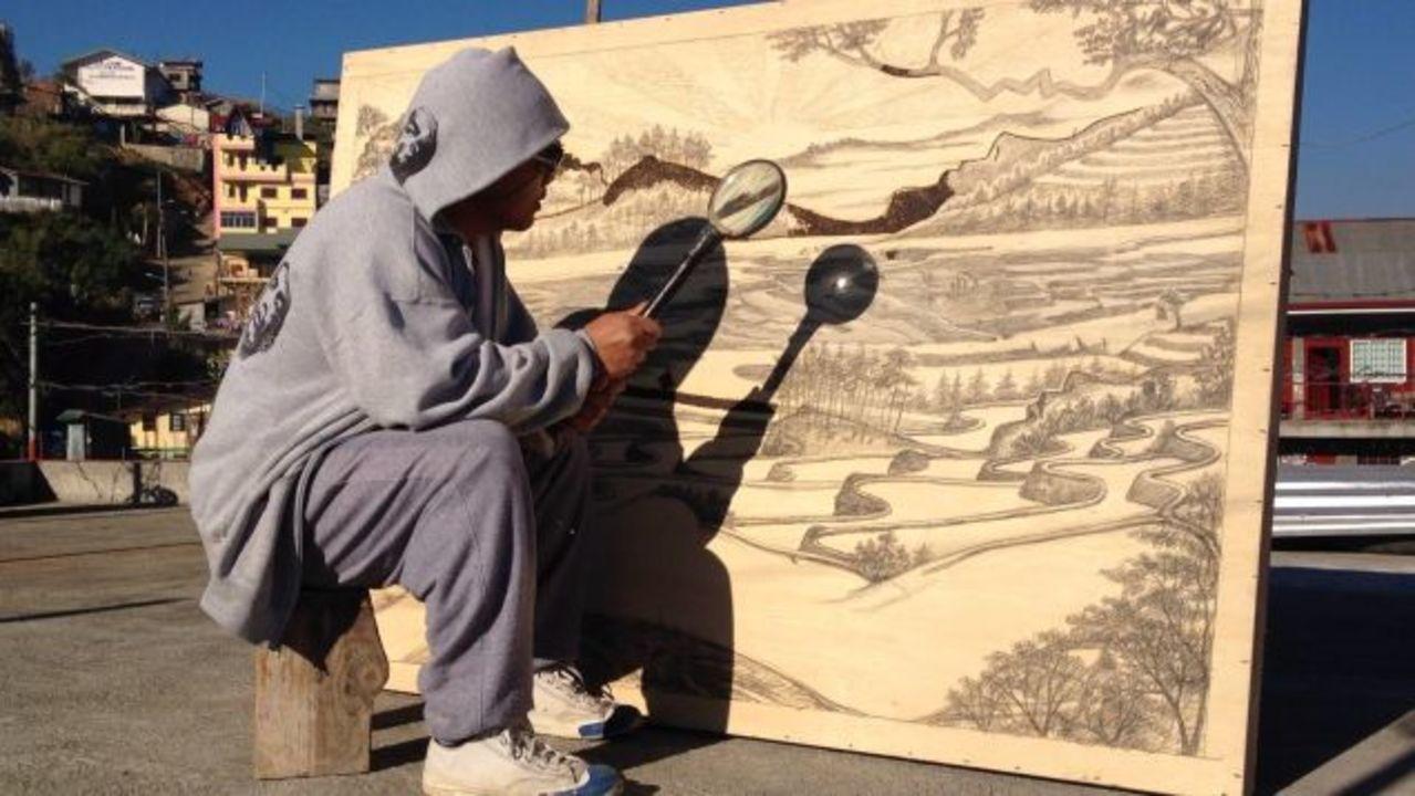 忍耐力すごい。太陽光線だけで作品を描くアーティスト