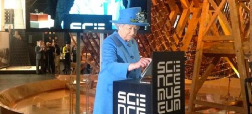 エリザベス女王が初ツィート