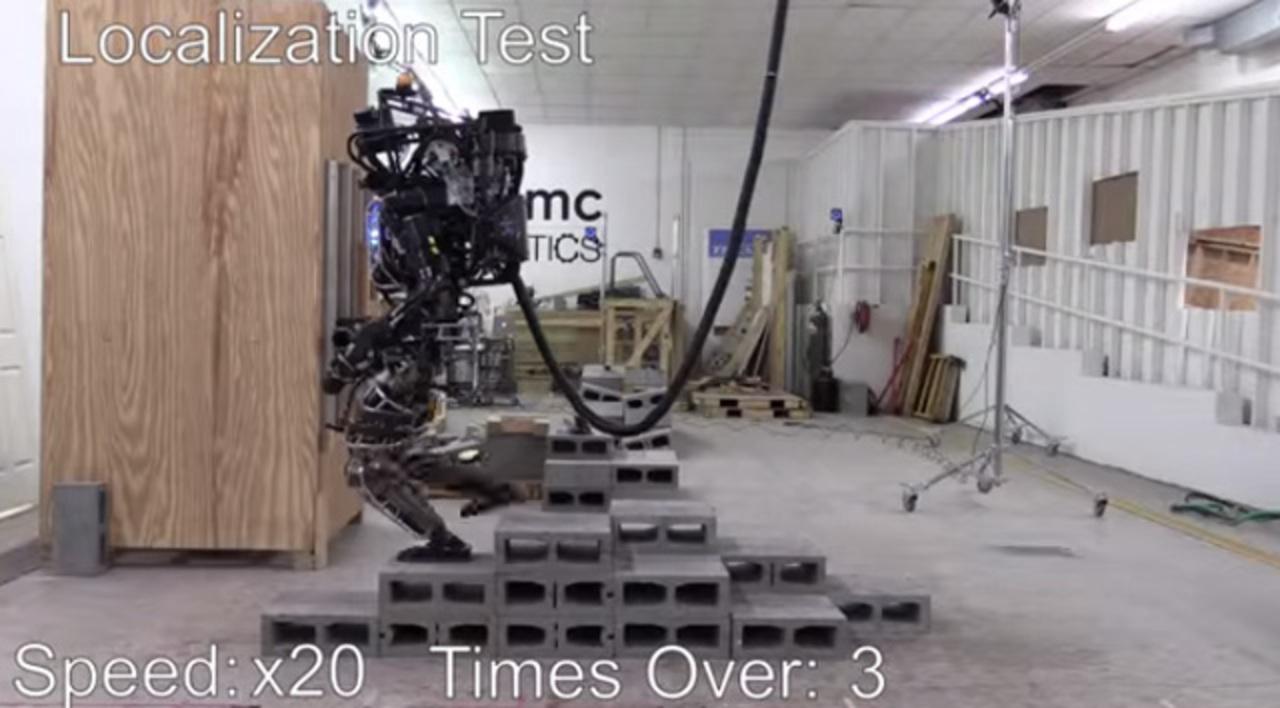 グーグルに買収されたBoston Dynamicsのヒューマノイドロボが、どんどん人間らしく