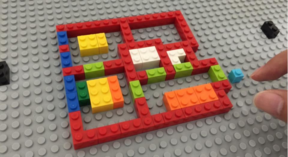 レゴで家を作るとバーチャルハウスができあがる