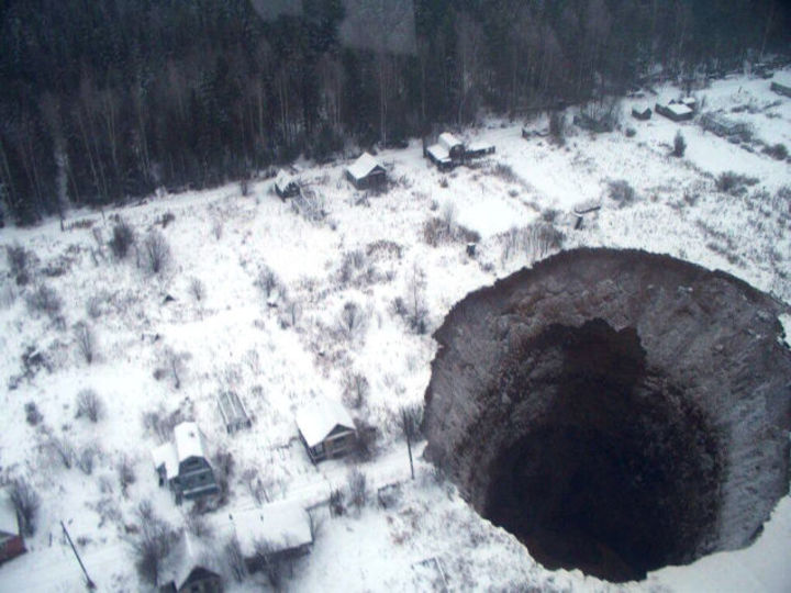 ロシアにまた巨大穴、近隣に連鎖の可能性も