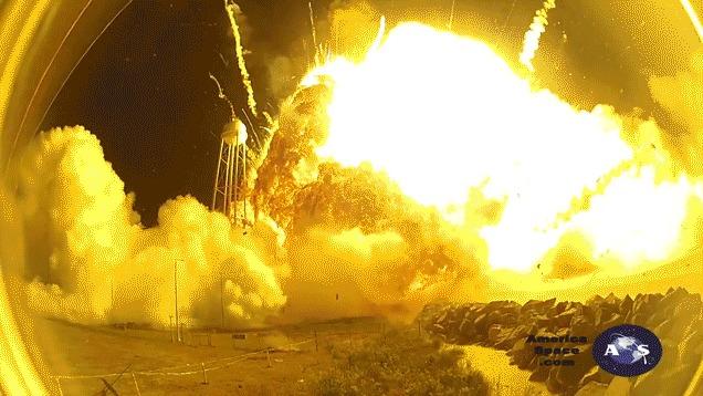 民間ロケット「アンタレス」の爆発を間近で捉えた映像が公開