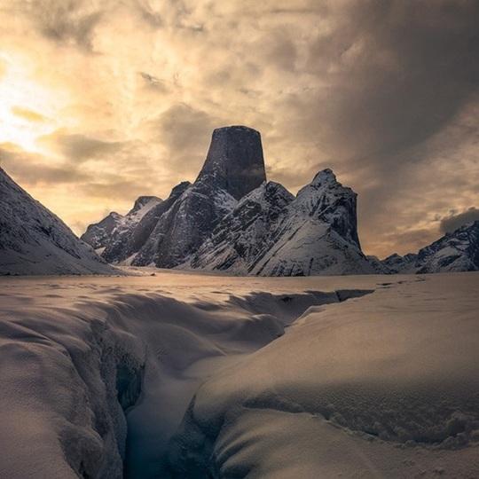 神秘的で壮麗なアスガルド山の姿をご覧あれ