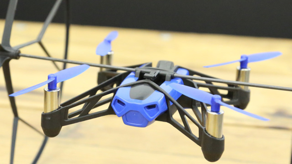 AR. Droneのパロットが開発した派生機は気軽さ追求の新感覚ドローン