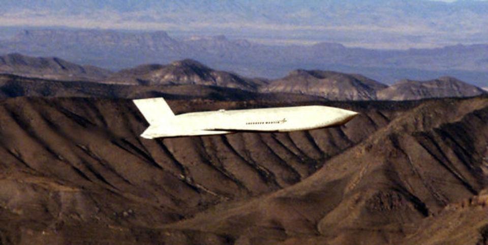 JASSM-ERは900km以上飛ぶ最新の長距離巡航ステルス亜音速ミサイル