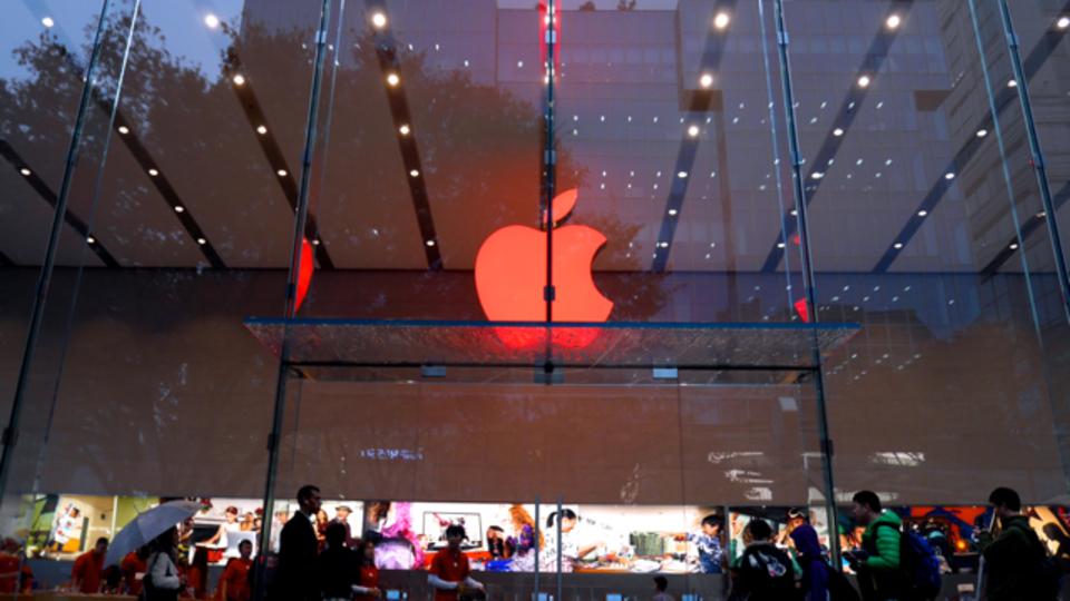 世界エイズデーの12月1日だけ。アップルストアのリンゴが赤くなっています。