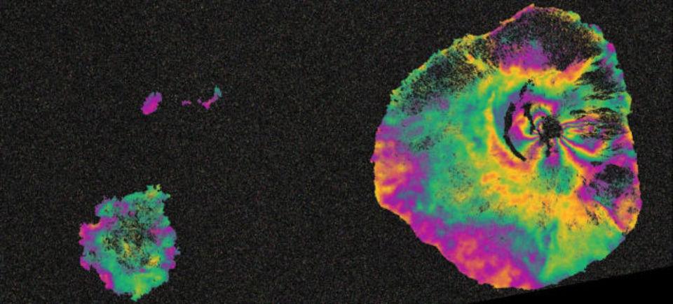 噴火前後の火山を宇宙から撮影した画像