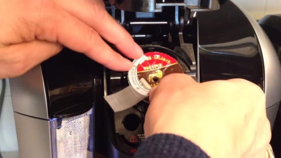 専用カプセルはもう嫌? カプセル式コーヒーメーカーハッカー現る