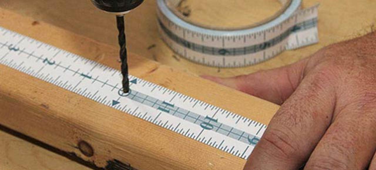 DIYに使えるアイテム、くっつくメジャーテープ