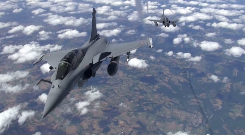 「核ミサイルを積んだ戦闘機」という仮定の爆撃演習