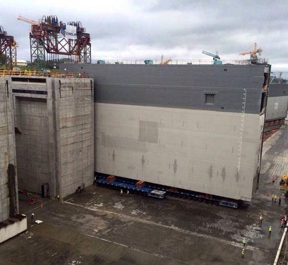 パナマ運河、新たな水門設置の様子
