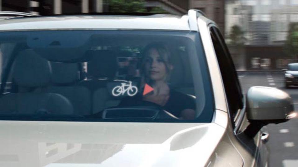 ボルボが自転車ヘルメットを開発、道行く車と連携できる