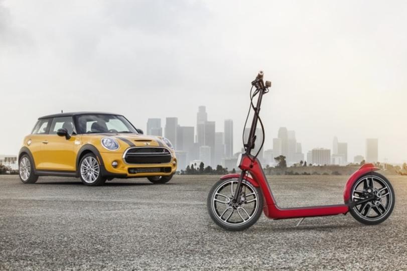 カッコよすぎ。BMWの電動キックスクーター「Mini CitySurfer」