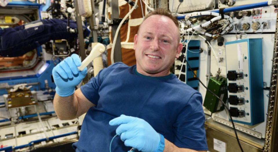 宇宙ステーションへ最速でレンチを送る方法とは?