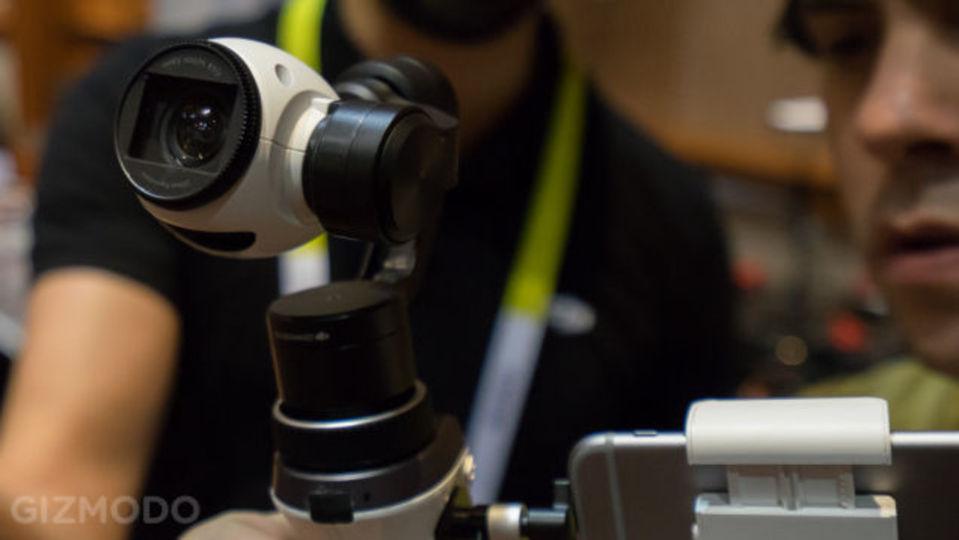空撮だけじゃない! ドローンの4Kカメラが手持ちで使えるマウント