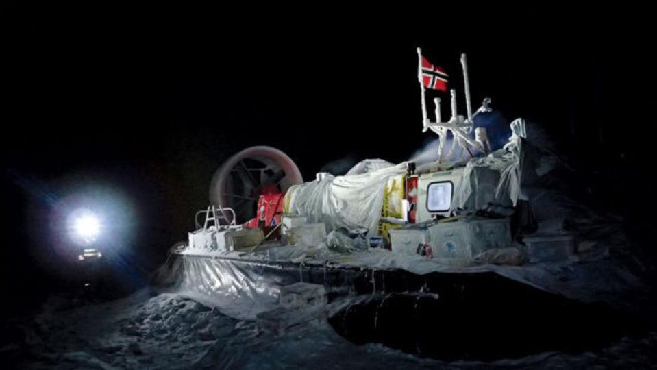本物の科学者は北極の流氷で6ヶ月間も過ごせる