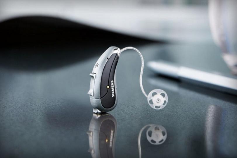 集音方向やノイズ低減をスマホで調整できるスマート補聴器、シーメンスから