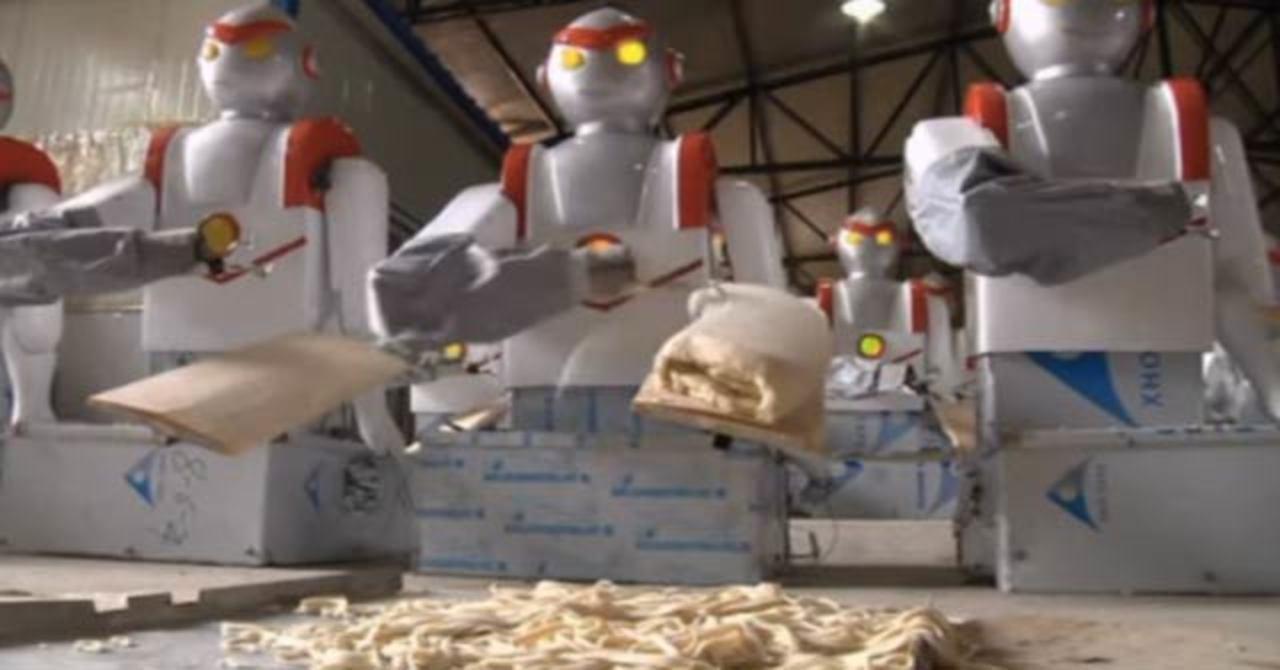 ロボットシェフ、YouTubeを見て料理を勉強