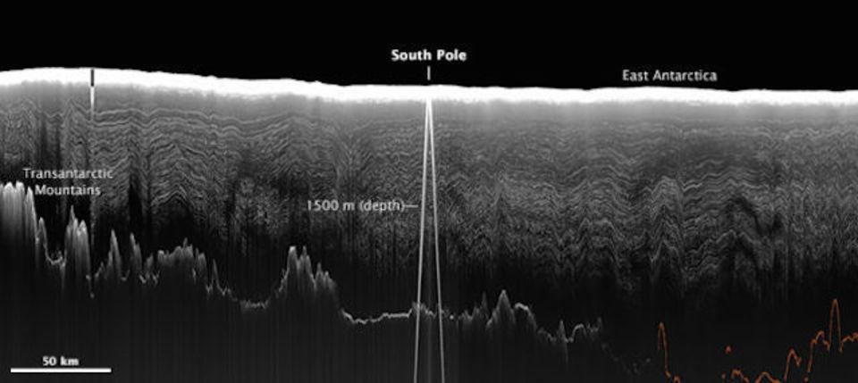 4万年分もの氷の下に南極大陸の山岳地形広がる