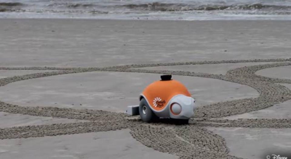 ディズニーが開発する砂浜お絵描きロボット