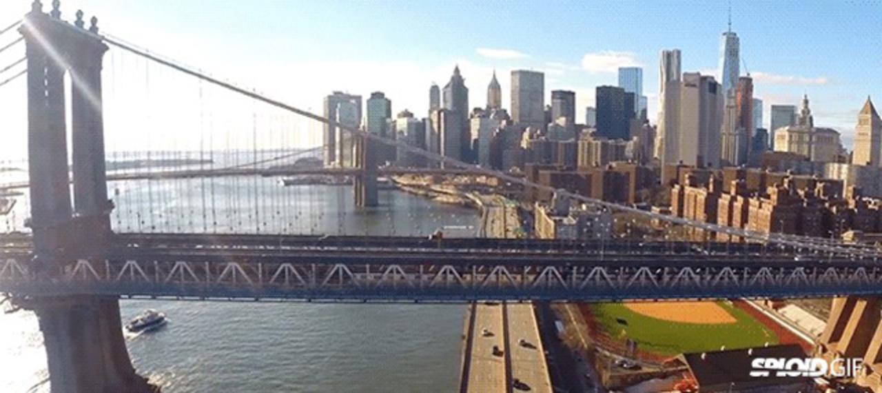 ドローンでニューヨークの街並みを撮影した動画