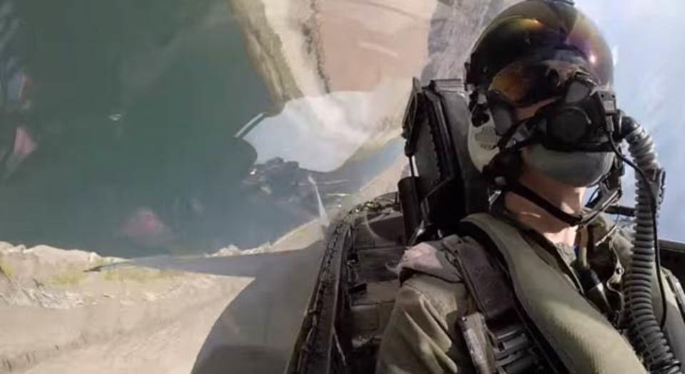 F-18戦闘機コックピットからの風景を動画で体験
