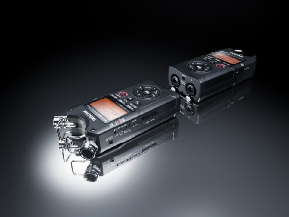 ステレオデュアル録音も可能なロングバッテリーのリニアPCMレコーダー