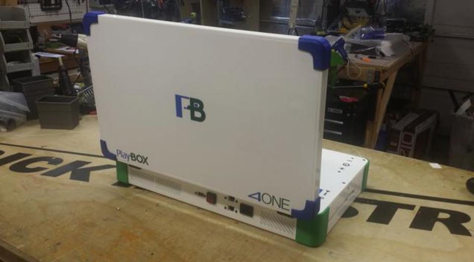 PS4とXbox Oneをくっつけてラップトップにした「PlayBox 4ONE」