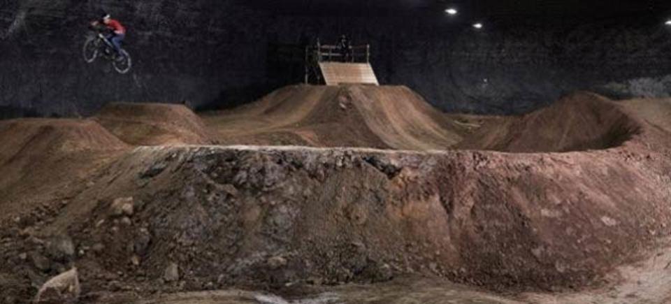 忘れ去られた鉱山、そこには今BMXパークがあるという