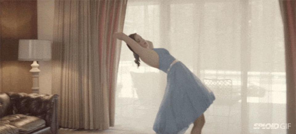 透明人間と踊るズーイー・デシャネルがキュートなPV