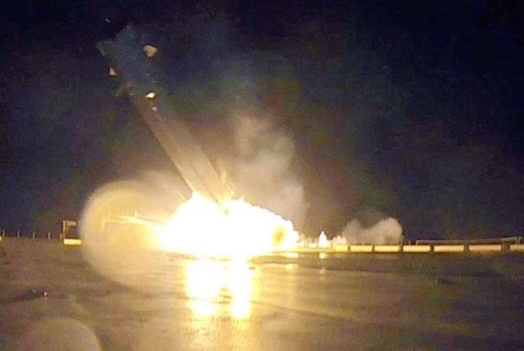 SpaceXの着陸するロケット「Falcon 9」がクラッシュする決定的瞬間、イーロン・マスクが画像を公開
