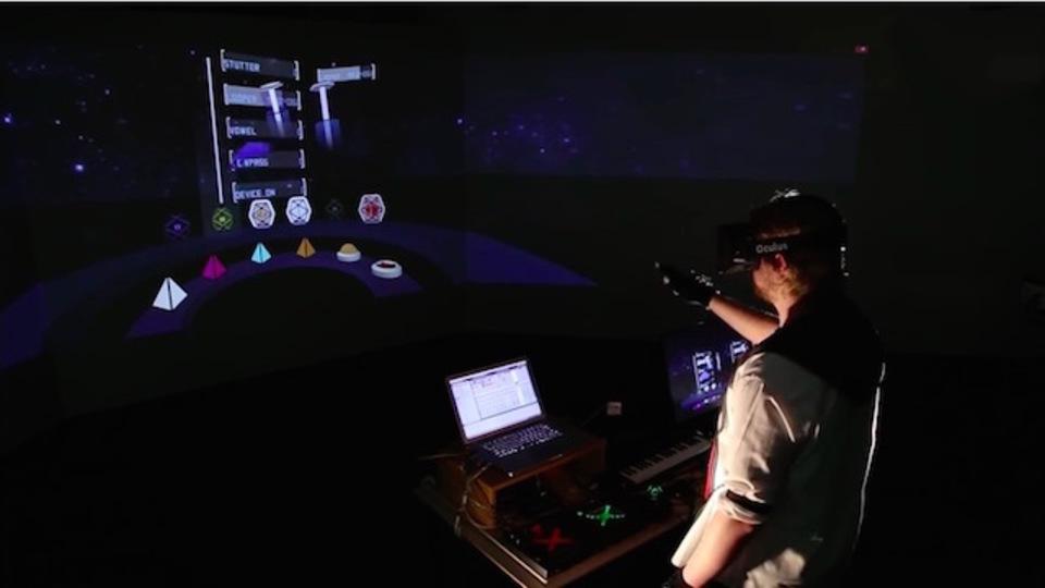 Oculus RIftのVRは音楽ソフトの操作を、演奏パフォーマンスに変える