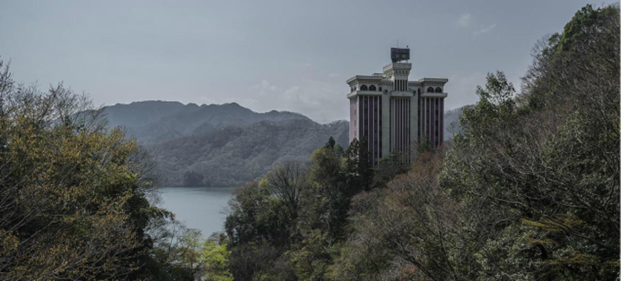 切なくも胸に迫る美しさ、世界の廃墟ホテル写真シリーズ
